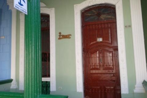 Entrada_de_la_Casa_Baby_y_Alfredo_en_Cienfuegos_Cuba