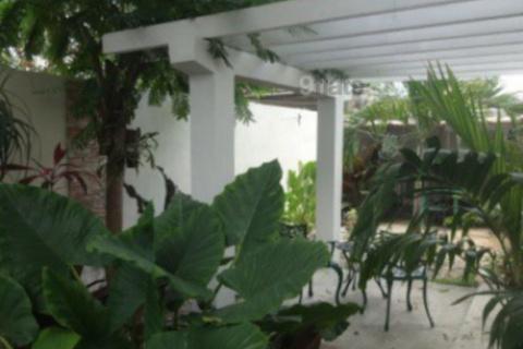 Patio_del_Hostal_PLaza_en_la_ciudad_de_Cienfuegos_en_Cuba