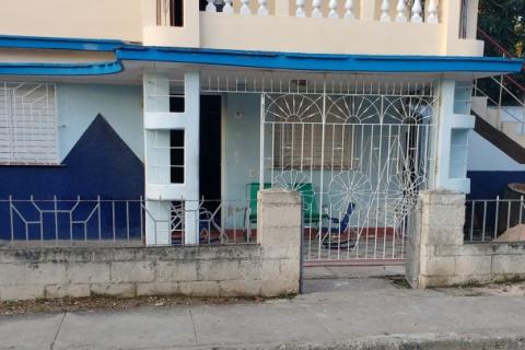 Front_view_of_the_Casa_Amancio_Calle_B_en_la_zona_de_Amancio_Las_Tuna_en_Cuba