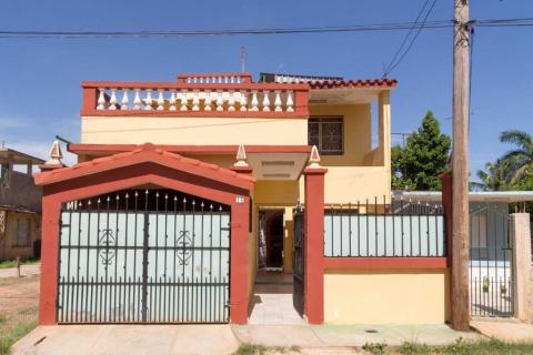 Fachada_frontal_de_Las_terrazas_de_Santa_Marta_en_la_zona_de_Santa_Marta_en_Varadero_Cuba