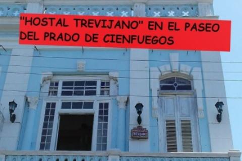 Fachada_Hostal_Trevijano_en_la_ciudad_de_Cienfuegos_en_Cuba