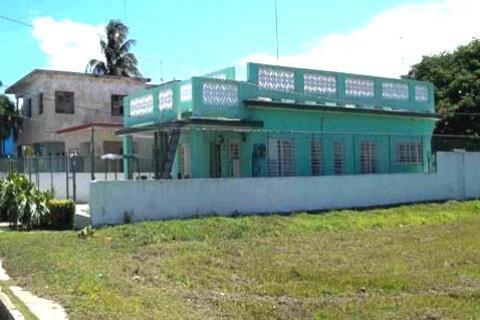Vista_exterior_de_la_Casa_Tony_G-Habana_del_Est-Cuba
