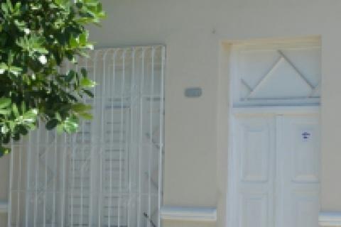 Fachada_de_la_Casa_Angel_y_Hortensia_en_la_ciudad_de_Cienfuegos_en_Cuba